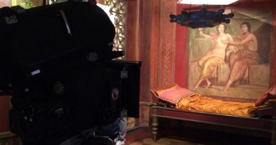 """W Muzeum Kinematografii w Łodzi powstał pokój zagadek. W kilka chwil przenosimy się na plan filmowy """"Quo vadis"""" Jerzego Kawalerowicza. Ale żeby opuścić to miejsce, trzeba rozwiązać filmowe zagadki."""