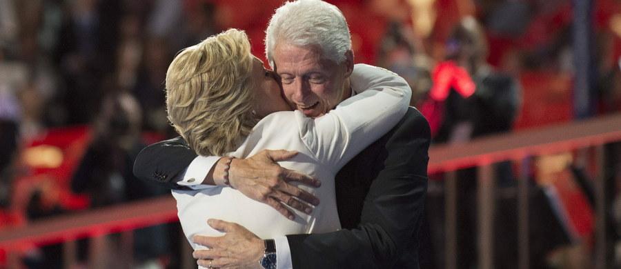 """Donald Trump przyrzekł, że w czasie niedzielnej debaty telewizyjnej z Hillary Clinton nie poruszy tematu jej kłopotów małżeńskich. """"Chcę wygrać wybory proponując politykę dla przyszłości kraju, a nie przypominając przeszłość Billa Clintona. Miejsca pracy, handel, walka z nielegalną imigracją i umocnienie naszej armii to sprawy, o których chcę mówić"""" - napisał republikański kandydat na prezydenta w e-mailu wysłanym w czwartek wieczorem czasu lokalnego do dziennika """"New York Post""""."""