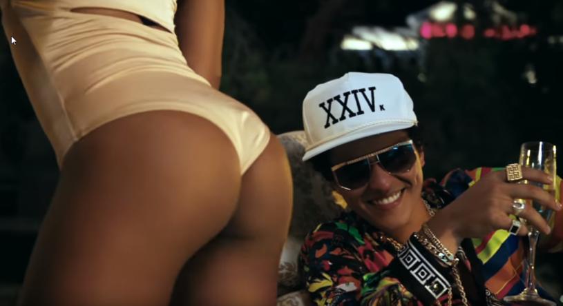 """Prawie pół miliona odsłon w ciągu kilku godzin od premiery zanotował najnowszy teledysk Bruno Marsa - """"24k Magic""""."""