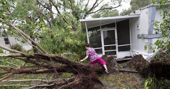 24 miliony ludzi w Stanach Zjednoczonych mogą odczuć skutki huraganu Matthew. Wciąż ma on trzecią kategorię i raczej nie osłabnie w najbliższym czasie. Czarny bilans ofiar śmiertelnych wzrósł prawie do 850 na Haiti. Na skutek uderzenia żywiołu zginęło też 3 mieszkańców Florydy.