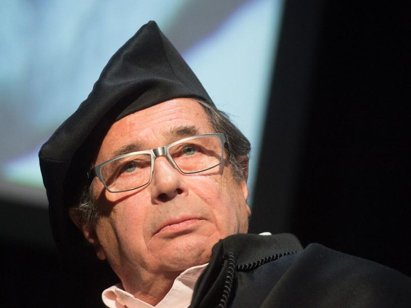 Wybitny aktor Janusz Gajos został w piątek uhonorowany tytułem doktora honoris causa Szkoły Filmowej w Łodzi. Uroczystość nadania tytułu połączona była z inauguracją roku akademickiego w tej jednej z najstarszych szkół filmowych na świecie.