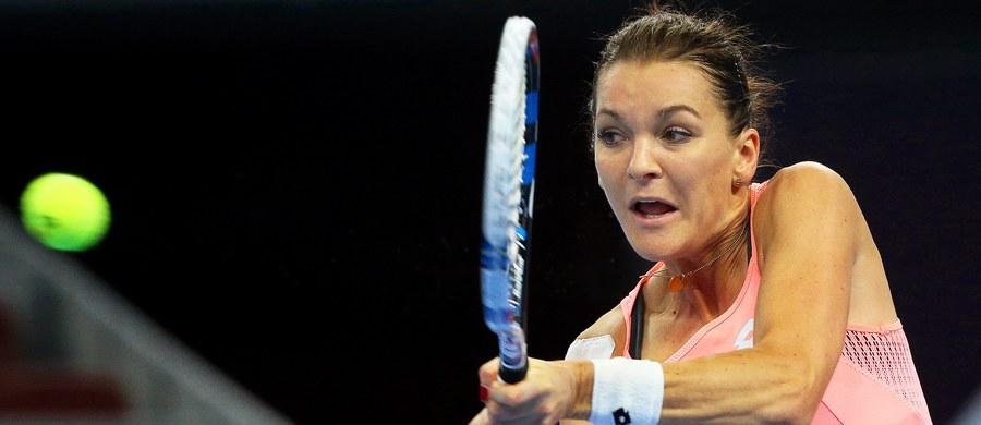 Agnieszka Radwańska awansowała do półfinału tenisowego turnieju WTA rangi Premier na twardych kortach w Pekinie (pula nagród 6,29 mln dolarów). W piątkowym ćwierćfinale gładko pokonała Jarosławę Szwedową z Kazachstanu 6:1, 6:2.