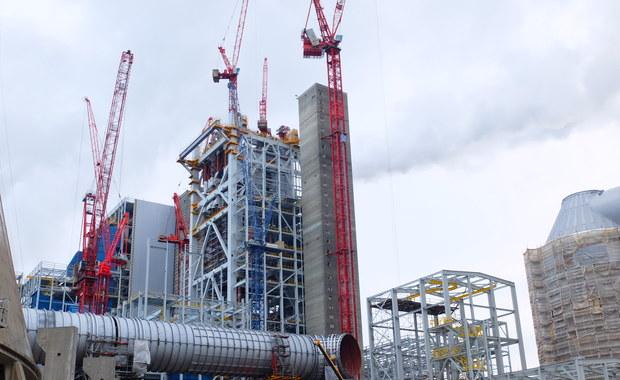 65 tysięcy ton konstrukcji stalowych, 250 tysięcy ton betonu i 3 tysiące kilometrów kabli można zobaczyć na budowie dwóch nowych bloków działającej Elektrowni Opole. To jedna z największych inwestycji w Polsce po 1989 roku, która ma być gotowa w ciągu najbliższych trzech lat. Ta zamknięta na co dzień budowa to Twoje Niesamowite Miejsce w RMF FM.