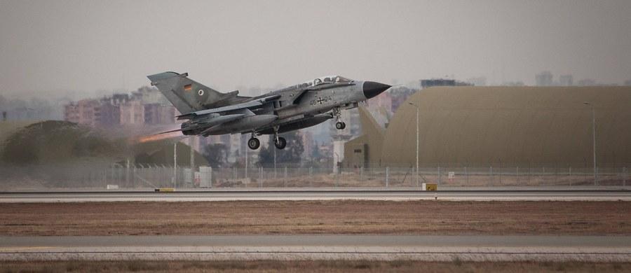 Blisko połowa należących do sił powietrznych Niemiec wielozadaniowych samolotów bojowych Tornado została czasowo uziemiona. Powodem tej sytuacji jest obluzowanie się śrub mocujących elementy wyposażenia kabiny załogi - poinformowały niemieckie władze wojskowe.