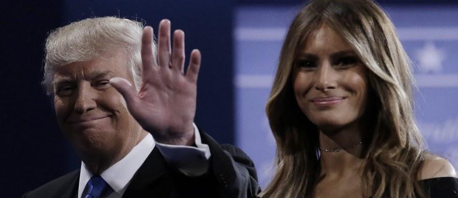 Za Oceanem medialna burza wokół Donalda Trumpa. Światło dzienne ujrzało nagranie jego rozmowy z pracownikami telewizji z 2005 roku, w której w wulgarnych słowach opowiadał, jak starał się nakłonić do seksu nowo poznaną kobietę. Komentatorzy podkreślają, że Trump okazał całkowity brak szacunku dla kobiet, a prominentni republikanie zaczęli dystansować się od niego i wycofywać swe poparcie. Trump zdecydował się przeprosić - ale zrobił to w wyzywający sposób, przypominając przy okazji problemy z wiernością Billa Clintona, męża swej demokratycznej rywalki w wyścigu do Białego Domu Hillary Clinton.