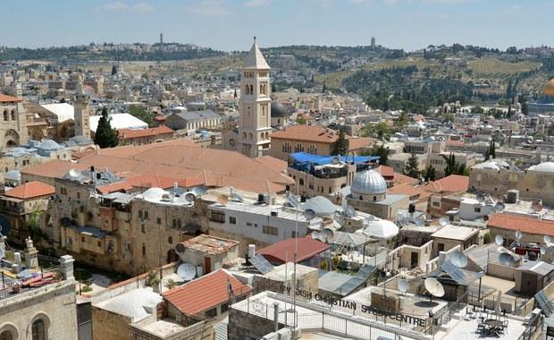 Strzelanina w Jerozolimie. 39-letni Palestyńczyk otworzył ogień do ludzi stojących na przystanku tramwajowym. Po pościgu został zastrzelony przez policjantów. W szpitalu zmarło dwoje ranionych przez niego ludzi.