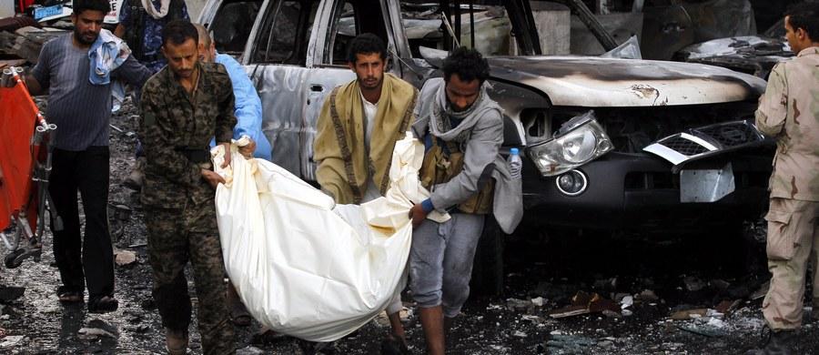 """Francja apeluje o przeprowadzenie """"niezależnego śledztwa"""" w sprawie sobotnich nalotów na uczestników pogrzebu w kontrolowanej przez szyickich rebeliantów Huti Sanie - brzmi niedzielny komunikat MSZ Francji. W ataku zginęło 140 osób, a ponad 525 odniosło rany. O atak rebelianci oskarżają międzynarodową koalicję pod egidą Arabii Saudyjskiej. Koalicja stanowczo temu zaprzecza i ogłosiła natychmiastowe wszczęcie śledztwa w sprawie ataku."""