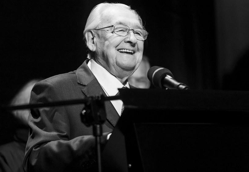 Andrzej Wajda nie żyje. Wybitny polski reżyser, współtwórca polskiej szkoły filmowej, laureat Oscara zmarł w niedzielę, 9 października, wieczorem. Miał 90 lat.