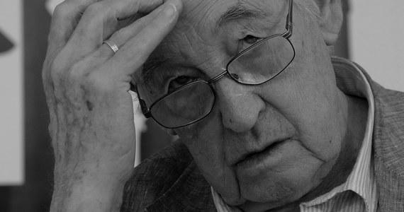 Zmarł Andrzej Wajda - jeden z najbardziej znanych na świecie polskich reżyserów, współtwórca polskiej szkoły filmowej, wielokrotnie nagradzany, także Oscarem. Odszedł w niedzielę wieczorem w wieku 90 lat. Andrzej Wajda urodził się 6 marca 1926 w Suwałkach.