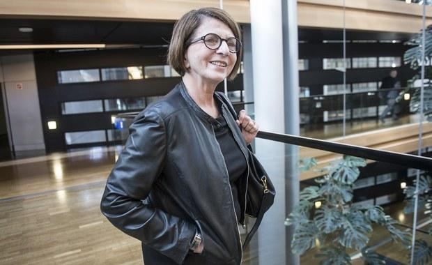 Julia Pitera zaczęła wykonywanie ciążących na niej od kilku lat wyroków. Jak dowiedział się reporter RMF FM Tomasz Skory, europarlamentarzystka Platformy Obywatelskiej zmuszona groźbą zawieszenia w prawach członka partii wpłaciła na cele społeczne 15 tysięcy złotych, jak nakazał sąd. To jednak nie wszystkie zobowiązania wynikające z wyroków.