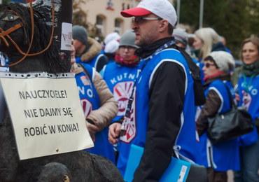 Protest nauczycieli: Boimy się zmian w szkole. Szefowa MEN odpowiada: Jesteśmy z Wami
