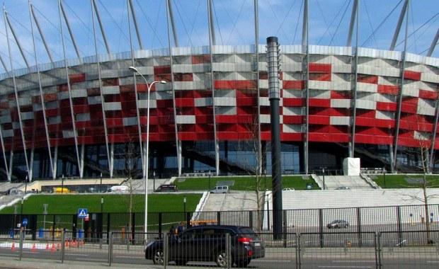 Wtorkowe spotkanie eliminacji piłkarskich mistrzostw świata 2018 Polska - Armenia w Warszawie odbędzie się prawdopodobnie pod zamkniętym dachem. Ostateczna decyzja ma zapaść przed południem w dniu meczu.