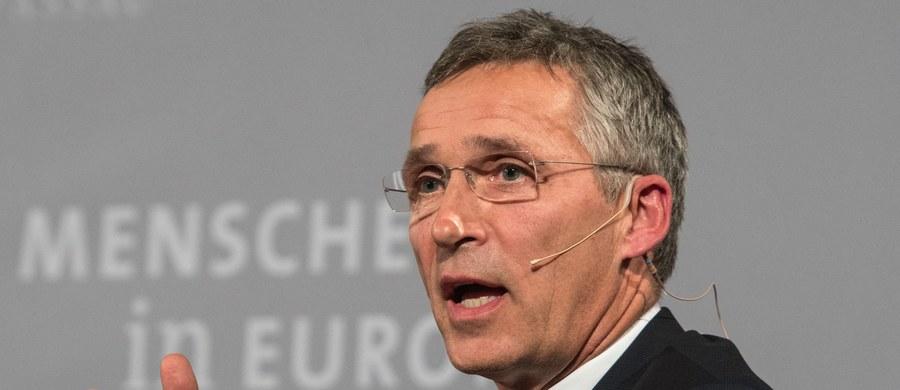 Sekretarz generalny NATO Jens Stoltenberg powiedział podczas dyskusji w Pasawie w Bawarii, że Sojusz nie zamierza reagować w trybie pilnym na rozmieszczenie przez Rosję rakiet balistycznych Iskander-M w obwodzie kaliningradzkim.