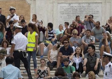 Rzym: Mieszkańcy sami postanowili bronić Schodów Hiszpańskich przez turystami