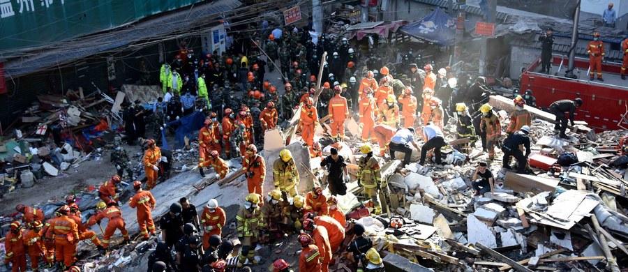 22 osoby zginęły we wschodnich Chinach w wyniku zawalenia się czterech budynków mieszkalnych. Spod gruzów wydobyto łącznie 28 osób. Tylko sześć z nich przeżyło.