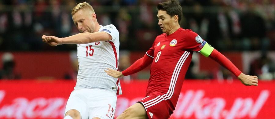 Piłkarska reprezentacja Polski wygrała w Warszawie z Armenią 2:1 (0:0) w eliminacjach mistrzostw świata. Zwycięską bramkę zdobył Robert Lewandowski w ostatniej minucie doliczonego czasu. Po trzech kolejkach grupy E biało-czerwoni mają siedem punktów.