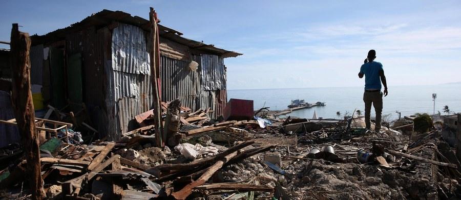 Stany Zjednoczone wstrzymują czasowo deportacje nielegalnych imigrantów z Haiti ze swego terytorium. Powodem jest huragan Matthew, który spowodował na Haiti śmierć 1000 osób - oświadczył minister bezpieczeństwa narodowego USA Jeh Johnson.