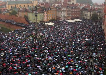 """#UprzejmieDonoszę. Polki masowo zgłaszają się do prokuratury w związku z """"czarnym protestem"""""""