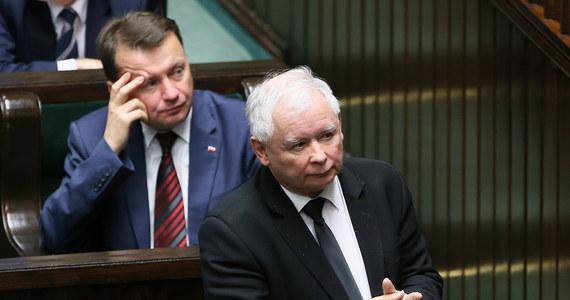 """""""Będziemy dążyli do tego, by aborcji w Polsce było dużo mniej niż w tej chwili"""" - powiedział prezes PiS Jarosław Kaczyński. Nie wykluczył zmian w obecnym prawie dotyczących aborcji ze względu na stan płodu, a szczególnie zespół Downa. Zmiany - zastrzegł - muszą być odpowiednio przygotowane."""