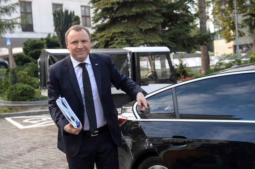 Jacek Kurski wygrał konkurs na nowego prezesa telewizji publicznej - poinformował w środę przewodniczący Rady Mediów Narodowych Krzysztof Czabański.