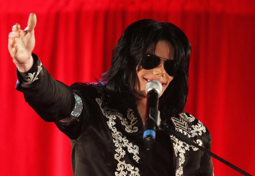 """Magazyn """"Forbes"""" przygotował swoją coroczną listę najlepiej zarabiających nieżyjących gwiazd - na 1. miejscu ponownie znalazł się Michael Jackson, który wręcz znokautował resztę stawki."""