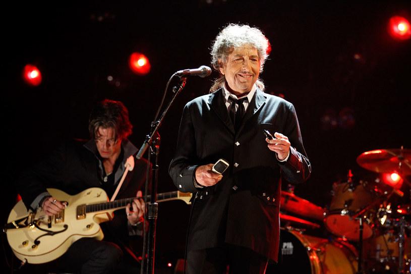 """""""Nie ma takiego muzyka, któremu należałoby się to wyróżnienie. Dylan to poważny twórca literatury"""" - tak decyzję Szwedzkiej Akademii komentuje Muniek Staszczyk."""