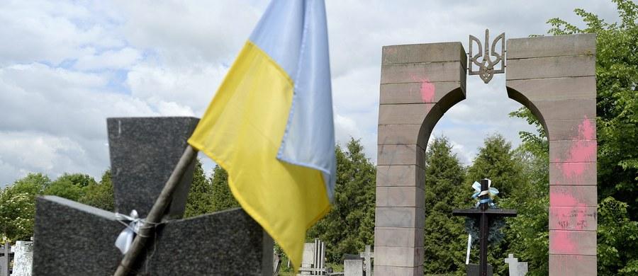 Aby nie dochodziło do dalszych incydentów, które wykorzystuje propaganda tak ukraińska, jak i rosyjska, pani wojewoda w Rzeszowie winna dokonać rozbiórki tych upamiętnień.