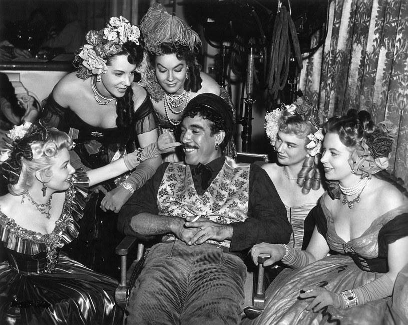 Odtwórca roli Alexisa Zorby był kochliwy jak mało który aktor w Hollywood. Dorobił się 13 dzieci z pięcioma kobietami.