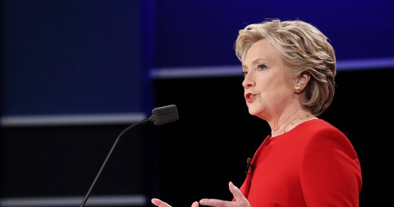W ujawnionych przez WikiLeaks mailach szefa kampanii prezydenckiej Hillary Clinton Johna Podesty znalazły się złośliwe komentarze na temat katolików. Znalazły się także słowa poparcia dla liberalnych zmian w Kościele, co oburzyło konserwatywnych komentatorów.