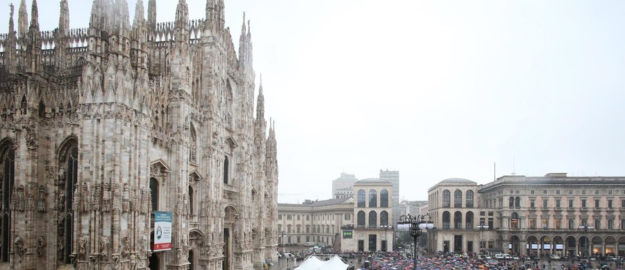 Tysiące ludzi uczestniczyły w świeckiej ceremonii żałobnej zmarłego w czwartek w wieku 90 lat laureata literackiej Nagrody Nobla Dario Fo - dramaturga, aktora, reżysera, malarza. Odbyła się ona na placu przed katedrą w Mediolanie W mieście ogłoszono żałobę.