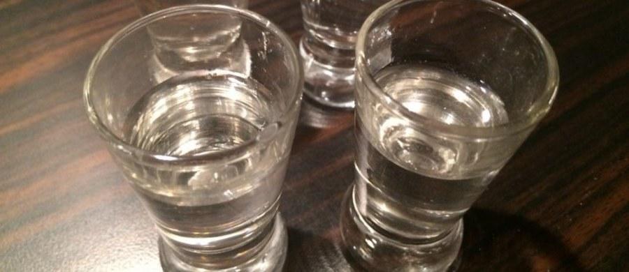 Policja w Jaworznie w Śląskiem bada sprawę lekarza, który będąc pod wpływem alkoholu wczoraj wieczorem miał przyjmować pacjentów w jednej z przychodni. Badanie alkomatem wykazało u niego 2,7 promila alkoholu.