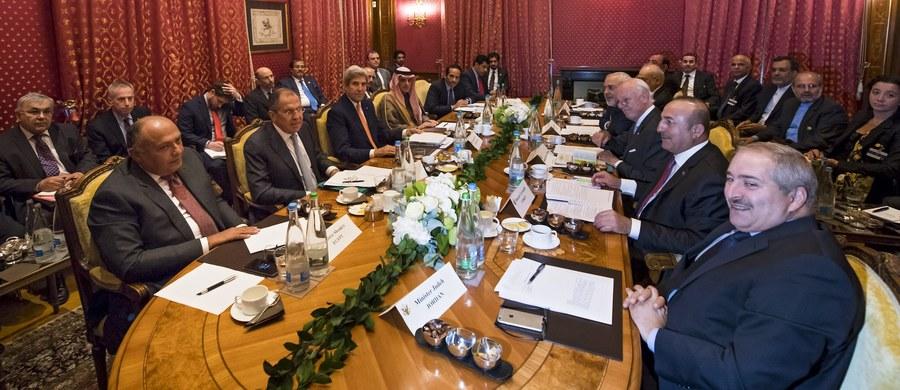 W Lozannie zakończyło się ponad czterogodzinne spotkanie z udziałem m.in. szefów dyplomacji USA i Rosji, Johna Kerry'ego i Siergieja Ławrowa, zorganizowane w celu podjęcia próby zakończenia rozlewu krwi w Syrii. Ustalono dalsze kontakty.