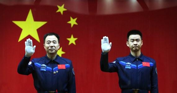 Jutro o godz. 7.30 czasu lokalnego (godz. 1.30 w Polsce) rozpocznie się załogowa misja statku kosmicznego typu Shenzhou w ramach chińskiego programu kosmicznego – poinformowała chińska agencja prasowa Xinhua. Załoga będzie się składać z 2 astronautów.