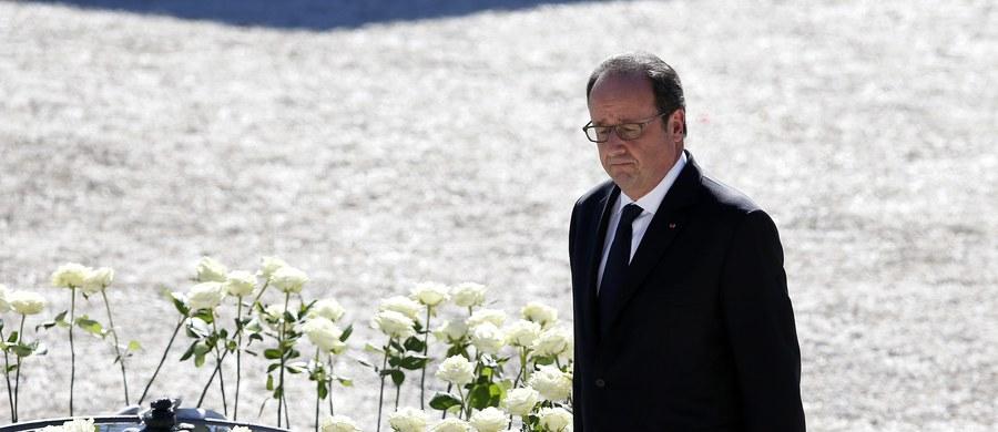 """""""Mieszkańcy Francuskiej Riwiery oburzeni"""", """"Prezydent Francois Hollande obawiał się, że zostanie wygwizdany"""" - tak o poranku francuska prasa komentuje uroczystość poświęconą pamieci ofiar lipcowego ataku terrorystycznego w Nicei. Mieszkańcy nie zostali na nią wpuszczeni."""