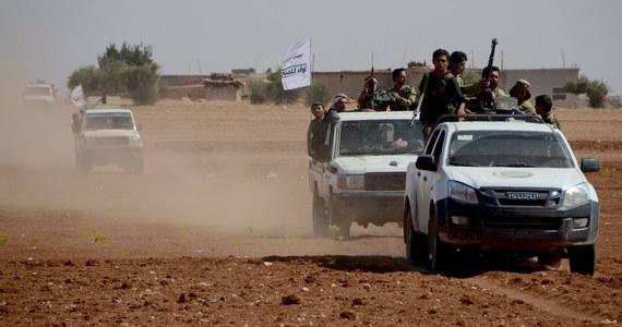 Wspierani przez Turcję syryjscy rebelianci opanowali miasteczko Dabik na północy Syrii. Dla kontrolujących je wcześniej ekstremistów z Państwa Islamskiego (IS) ma ono ogromne znaczenie symboliczne - podało Syryjskie Obserwatorium Praw Człowieka.