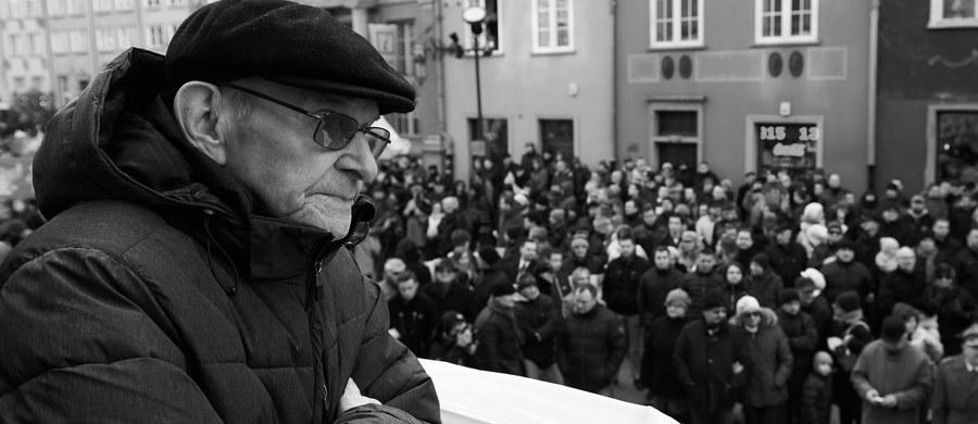 """Józef Bandzo """"Jastrząb"""" jeden z ostatnich żołnierzy 3. i 5. Wileńskiej Brygady Armii Krajowej, podkomendny mjr. Zygmunta Szendzielarza """"Łupaszki"""", nie żyje - podał PAP Arkadiusz Gołębiewski, dyrektor Festiwalu Filmowego """"Niepokorni, Niezłomni, Wyklęci"""". Kpt. Bandzo zmarł po ciężkiej chorobie w hospicjum w Wołominie pod Warszawą. Miał 92 lata."""