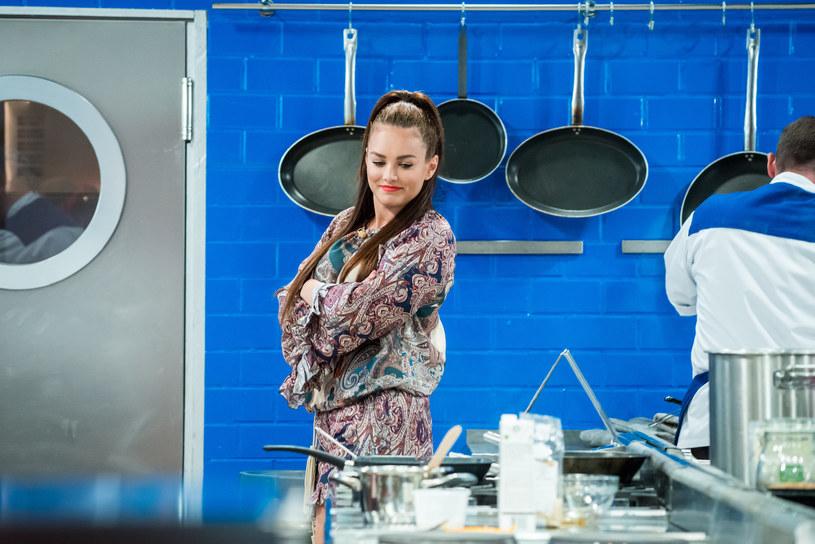 """Już w najbliższy wtorek, 18 października, w programie """"Hell's Kitchen"""" pojawi się Ewa Farna. Uczestnicy zrobią wszystko, aby zaimponować wokalistce."""