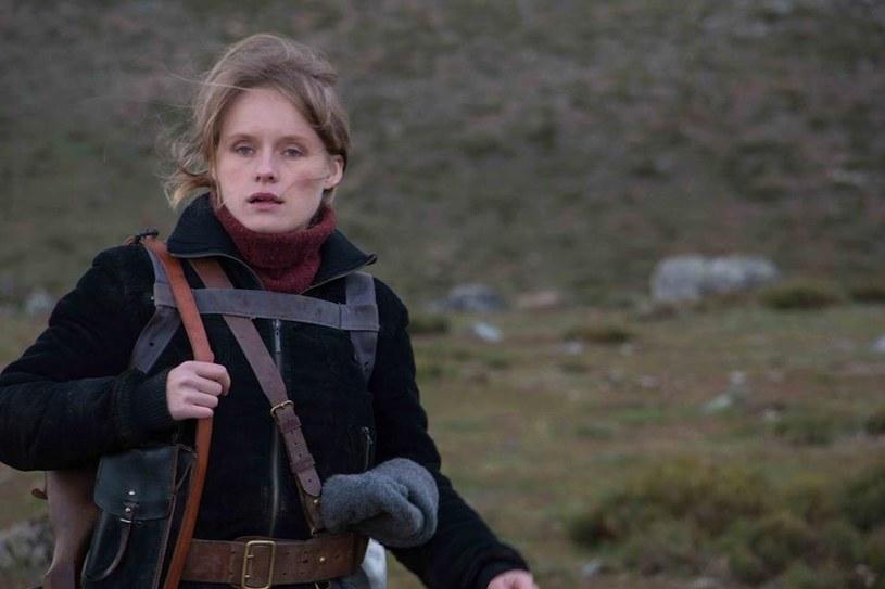 Zawodu uczyłam się w jednej z najlepszych szkół w kraju, ale to nie daje jakiejkolwiek pewności załapania się na castingi czy zdobycia roli - wyznaje Monika Kowalska. Jednak polska aktorka coraz jaśniej błyszczy w ostatnim czasie na hiszpańskich srebrnym ekranie.