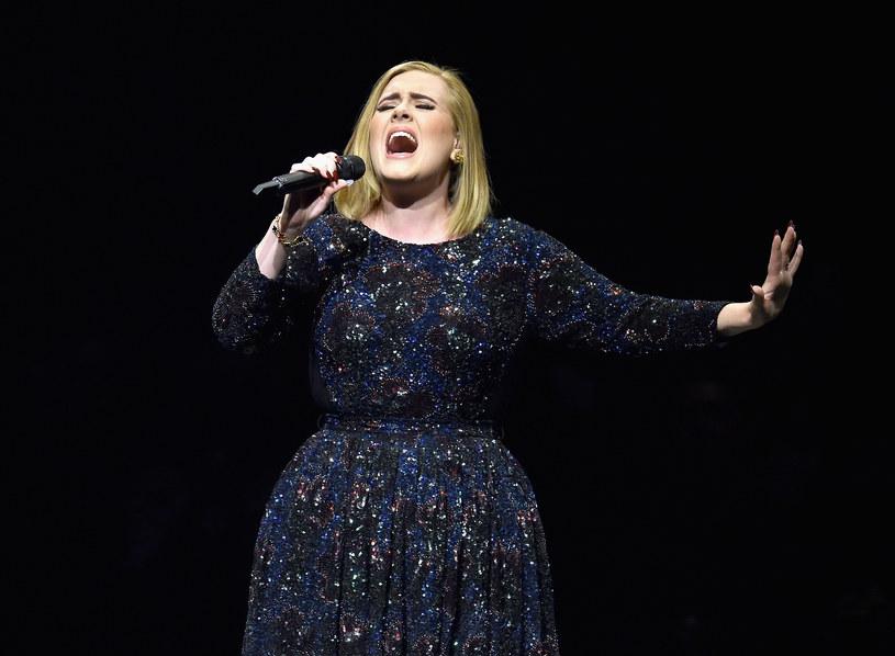 W nietypowy sposób piątą rocznicę związku z Adele uczcił jej partner Simon Konecki.