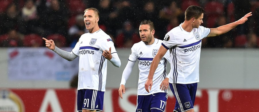Łukasz Teodorczyk zdobył bramkę dla Anderlechtu Bruksela, a jego drużyna zremisowała na wyjeździe z FSV Mainz 1:1 w meczu 3. kolejki grupy C piłkarskiej Ligi Europejskiej. W grupie A Manchester United pokonał u siebie Fenerbahce 4:1.