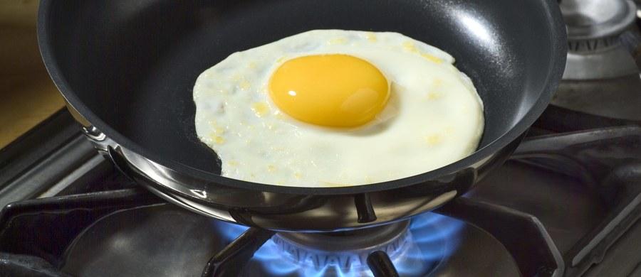 Polskie władze weterynaryjne muszą ustalić producentów skażonych jaj i doprowadzić do likwidacji salmonelli - powiedział korespondentce RMF FM w Brukseli Katarzynie Szymańskiej-Borginon urzędnik Komisji Europejskiej. Przypomnijmy: Holandia zaalarmowała o skażonych salmonellą polskich jajach, które miały zostać sprzedane przez holenderskie firmy setkom belgijskich restauracji. Jak wynika z informacji przekazanych przez Komisję Europejską, skażone jaja mogły trafić w sumie do siedmiu krajów UE.
