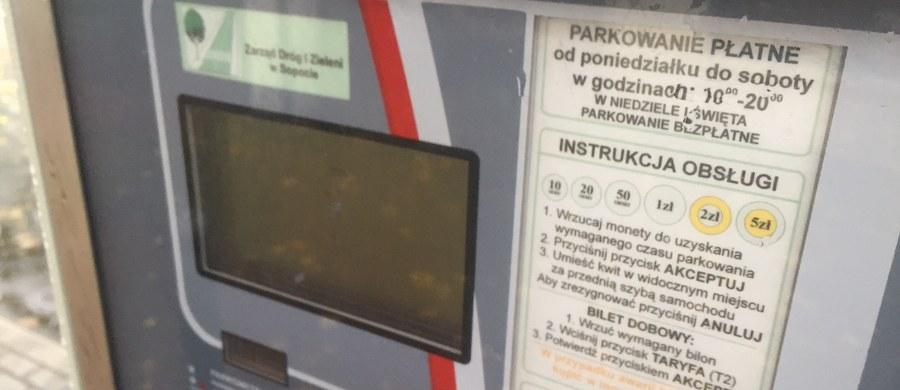 Sopot nie może w soboty pobierać opłat za parkowanie. Tak uznał Wojewódzki Sąd Administracyjny w Gdańsku. Stwierdził, że to dzień wolny od pracy, a nie roboczy, więc i parkowanie nie powinno być płatne. Jutro jednak - za parkowanie - trzeba będzie opłatę uiścić.