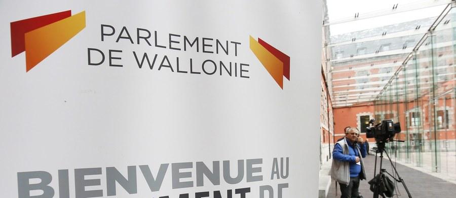 """Kanadyjska minister handlu międzynarodowego poinformowała o bezowocnym zakończeniu rozmów z Walonią w sprawie porozumienia UE-Kanada o wolnym handlu (CETA) - podaje belgijskie radio RTBF. Chrystia Freeland uważa, że na """"podpisanie CETA nie ma obecnie szans""""."""