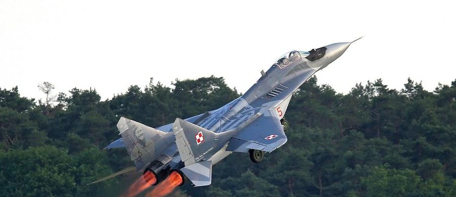 Wbrew zapowiedziom resortu obrony, polskie samoloty nie będą w tym roku strzegły przestrzeni powietrznej Bułgarii. Miały tam lecieć w ramach natowskiej misji Air Policing. Było to jedno z ustaleń szczytu Sojuszu Północnoatlantyckiego w Warszawie. Udział Polski w tej operacji będzie możliwy najwcześniej w drugiej połowie przyszłego roku.