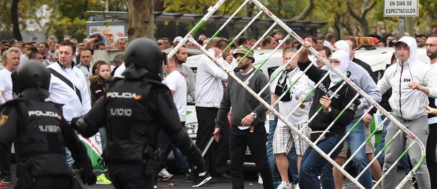 Dwunastu polskich kibiców zatrzymanych we wtorek przed meczem piłkarskiej Ligi Mistrzów Real Madryt - Legia Warszawa otrzymało zgodę na wyjazd z Hiszpanii. W piątek wymiar sprawiedliwości tego kraju oddał im paszporty.