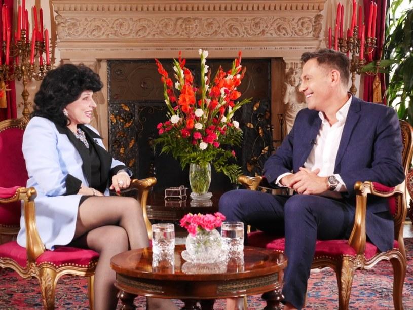 """Yola Czaderska-Hayek - w Hollywood zna ją każdy. Przyjaźni się m.in. Tomem Hanksem, Harrisonem Fordem i Leonardo DiCaprio. Jest jedyną Polką zasiadającą wśród członków organizacji przyznającej Złote Globy. Jest  autorką książek na temat Hollywood, dziennikarką, korespondentką filmową, a także popularyzatorką sztuki i kultury polskiej w USA. Yola Czaderska-Hayek będzie kolejnym gościem talk show Krzysztofa Ibisza """"Demakijaż Hollywood""""."""