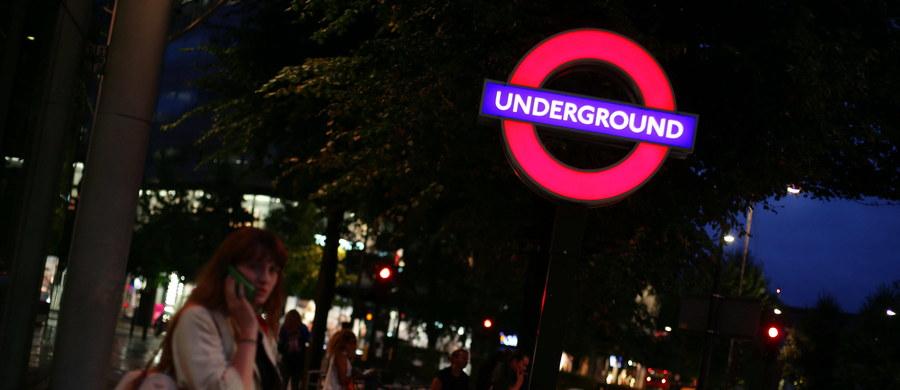 """Brytyjska policja poinformowała o aresztowaniu 19-letniego mężczyzny w związku ze znalezieniem w czwartek """"podejrzanego przedmiotu"""" w londyńskim metrze. W Wielkiej Brytanii obowiązuje drugi najwyższy poziom zagrożenia terrorystycznego w pięciostopniowej skali."""