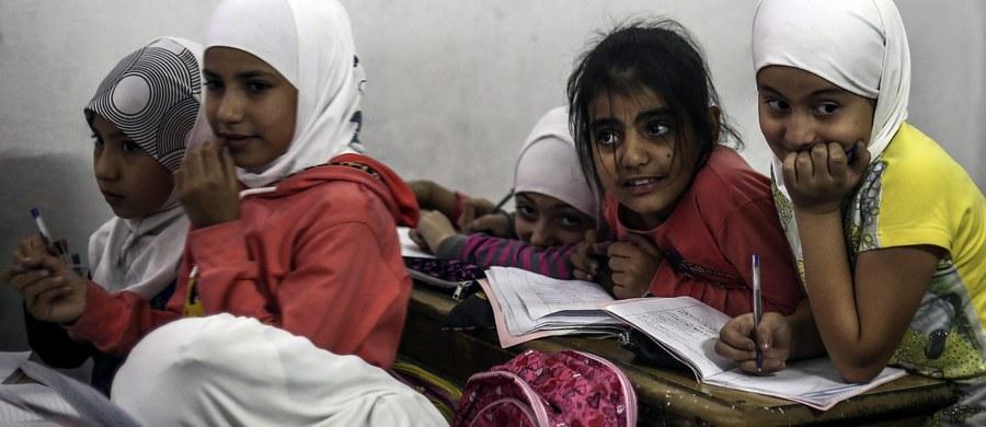 Eksperci ONZ w raporcie przesłanym Radzie Bezpieczeństwa stwierdzili, że syryjska armia rządowa użyła w marcu 2015 roku broni chemicznej w rejonie miejscowości Qmenas, w prowincji Idlib (północno zachodznia Syria) - poinformował Reuters.