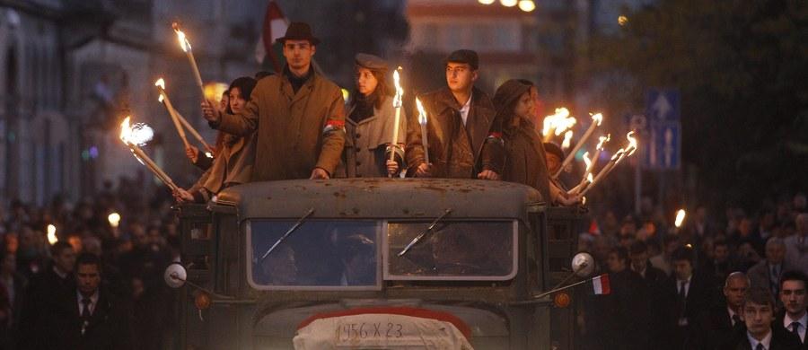 Kilka tysięcy osób, głównie młodych, wzięło w sobotę wieczorem udział w marszu z pochodniami w Budapeszcie upamiętniającym wybuch 60 lat temu rewolucji węgierskiej 1956 r.