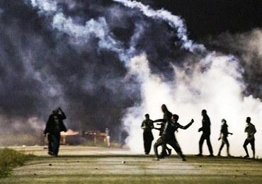 """Zamieszki w """"dżungli"""" w Calais. Imigranci obrzucili policjantów kamieniami"""